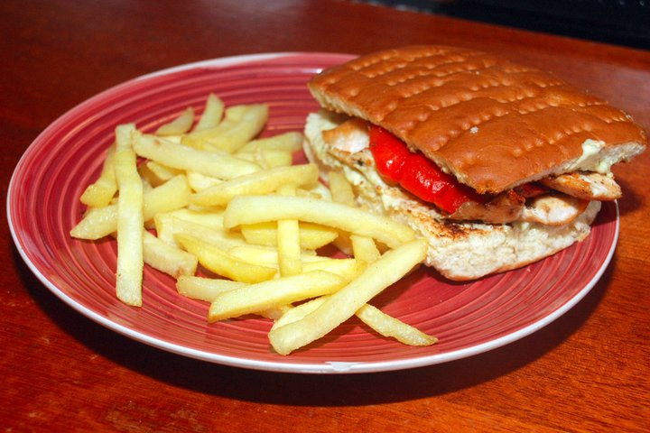 Boneless chicken breast with pesto mayonnaise and grilled red peppers ...
